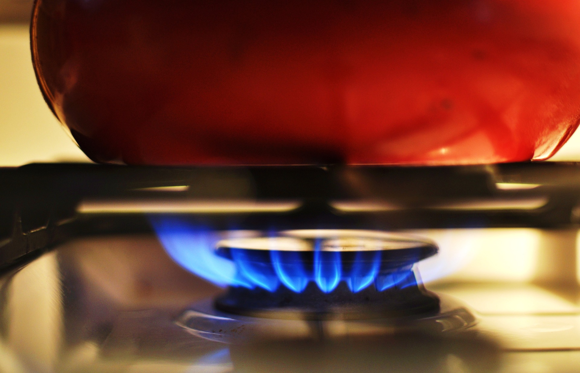 I bonus di sconto per le famiglie in stato di disagio economico sulle bollette di elettricità, gas e acqua diventano automatici